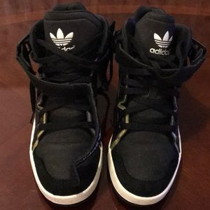 High top sneakers mejor SZ 7  Black and gold